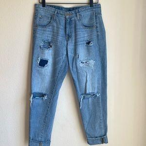 Cropped Lightwash Boyfriend Jeans